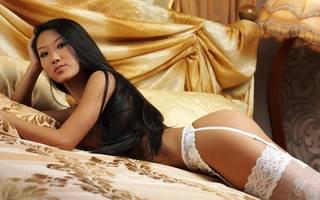 Semidesnuda Encanto asiático.